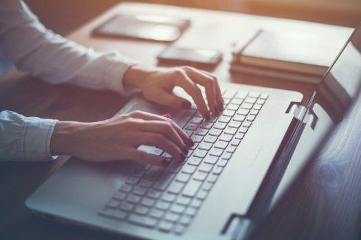 writing-typing-blogging-keyboard