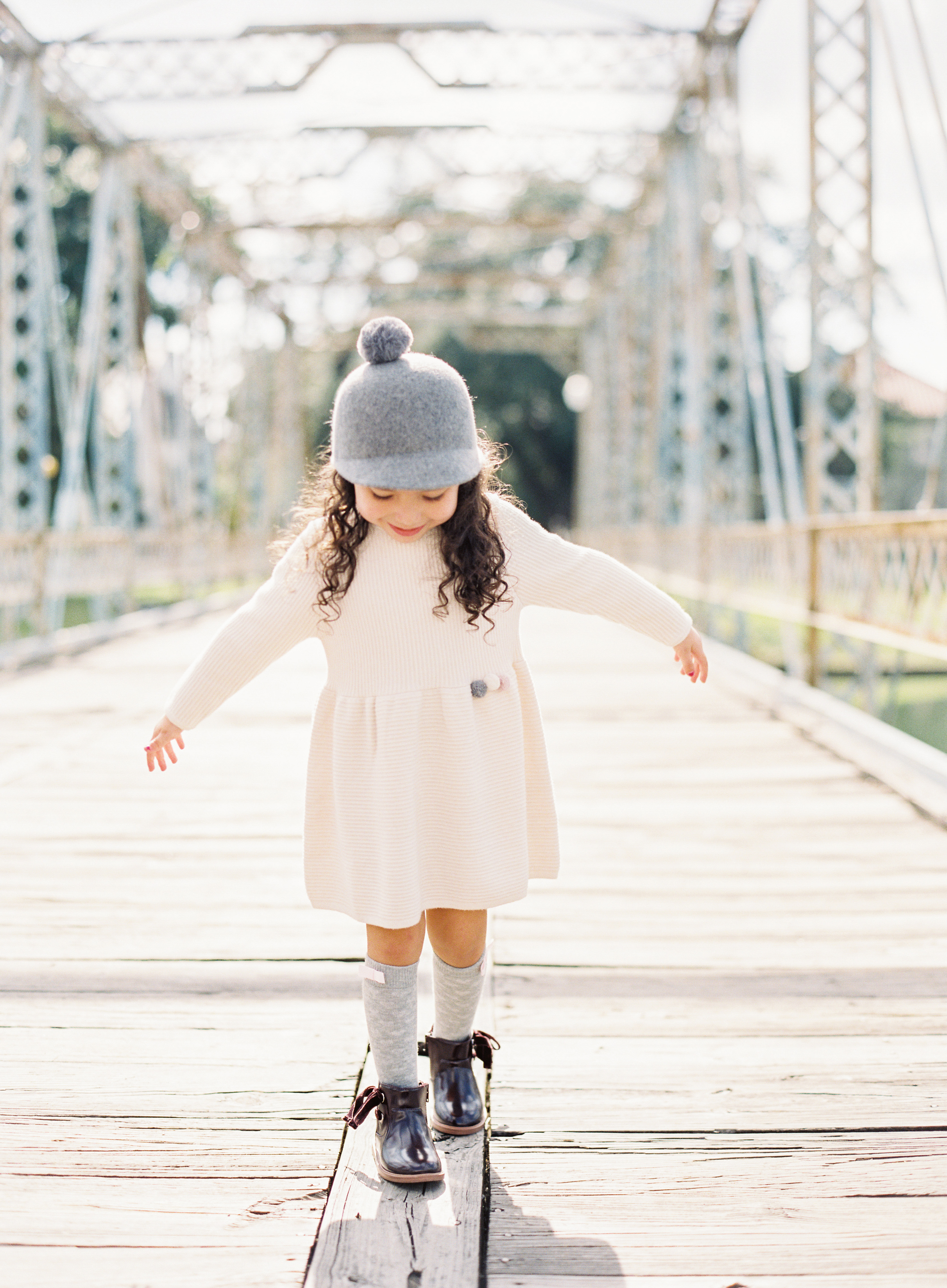 poses, what to wear, outdoor, ideas, with toddler, park, style, fashion, sisters
