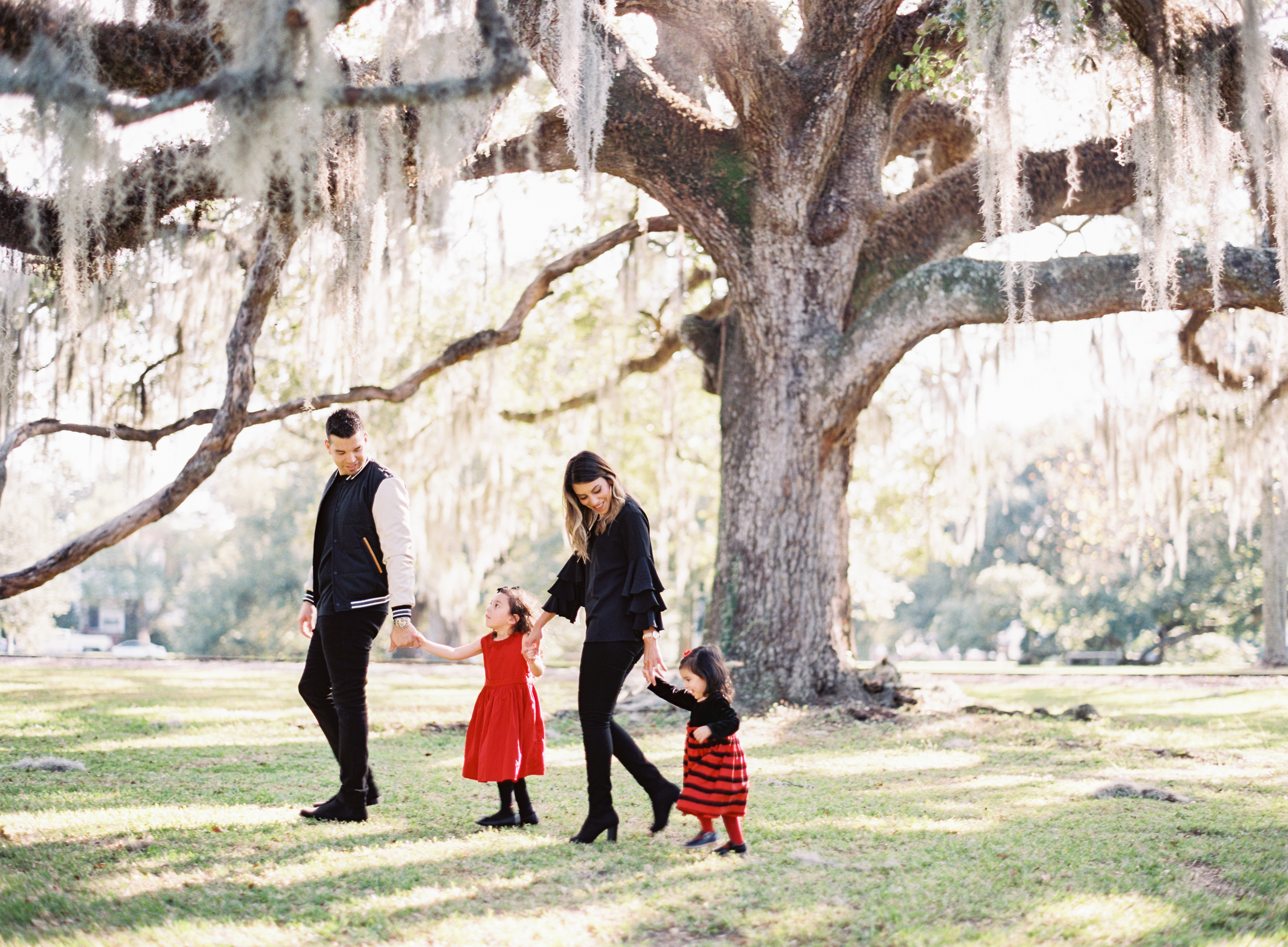 poses, what to wear, outdoor, ideas, with toddler, park, city park, trees, style, fashion, with kids