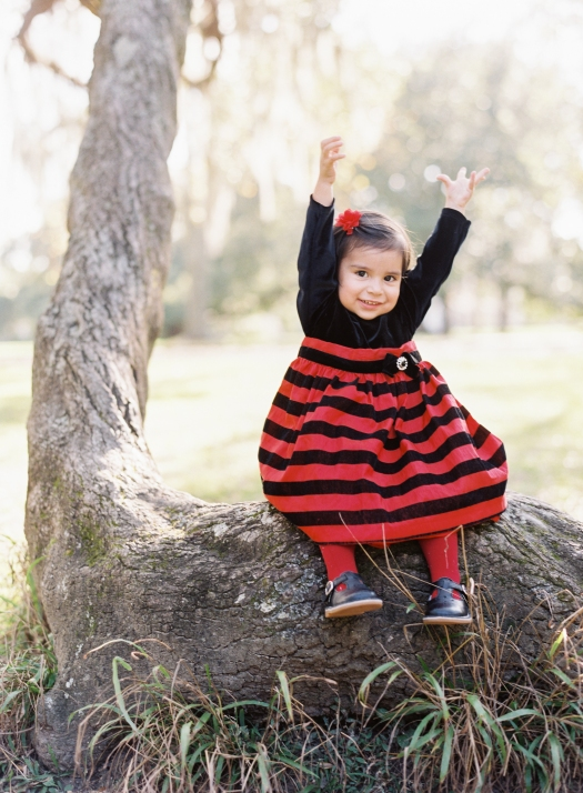 poses, what to wear, outdoor, ideas, with toddler, park, holiday, with kids,