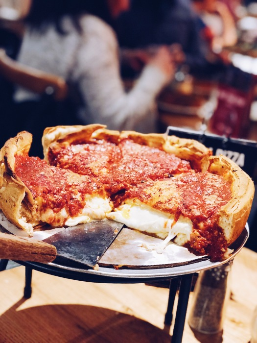 chicago deep dish pizza, chicago pizza, chicago eats, travel, things to do in Chicago